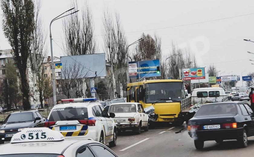 В Павлограде рейсовый автобус «помял» четыре машины