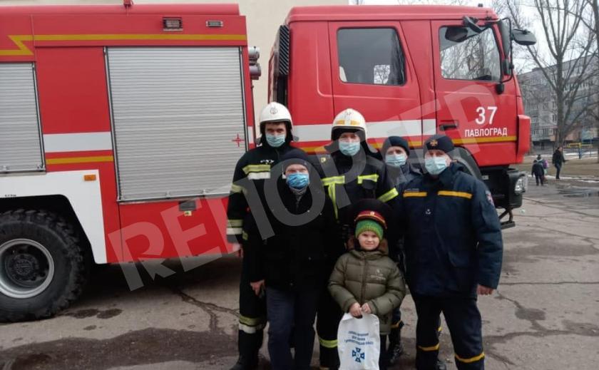 Спасатели Павлограда привезли школьнику подарок от генерала