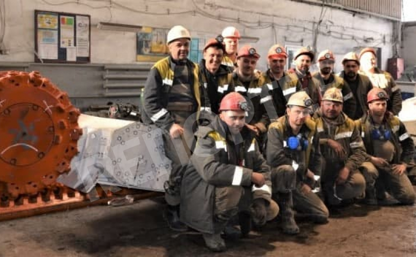 Павлоградские шахтеры испытывают новый комбайн