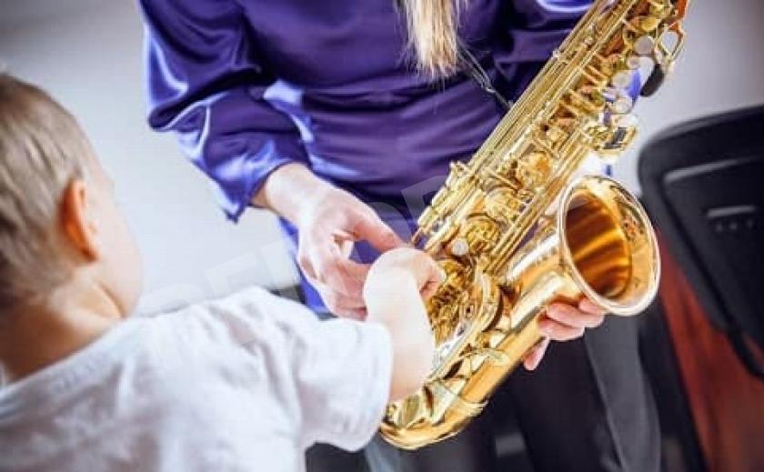 Юный саксофонист из Павлограда покорил грузин и британцев