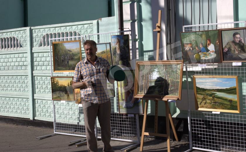 Павлоградский пограничник открыл персональную выставку
