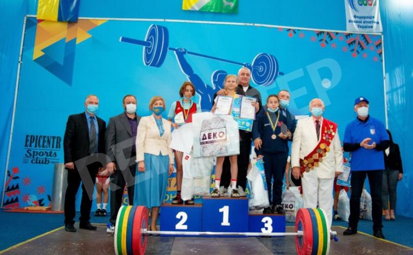 В Павлограде сражаются за звание лучших тяжелоатлетов